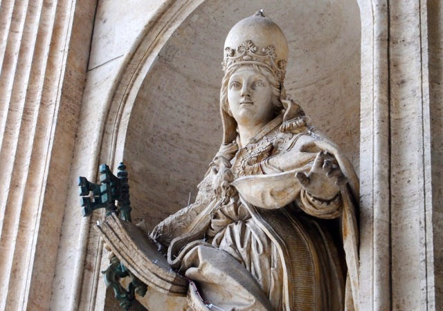 papacy-statue-st-peters-2